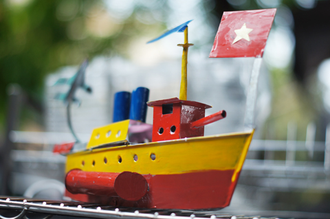 tàu-thủy-sat-tay